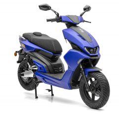 Nova Motors eGT5 Sportroller mit Bosch-Elektromotor in mattblauer Lackierung