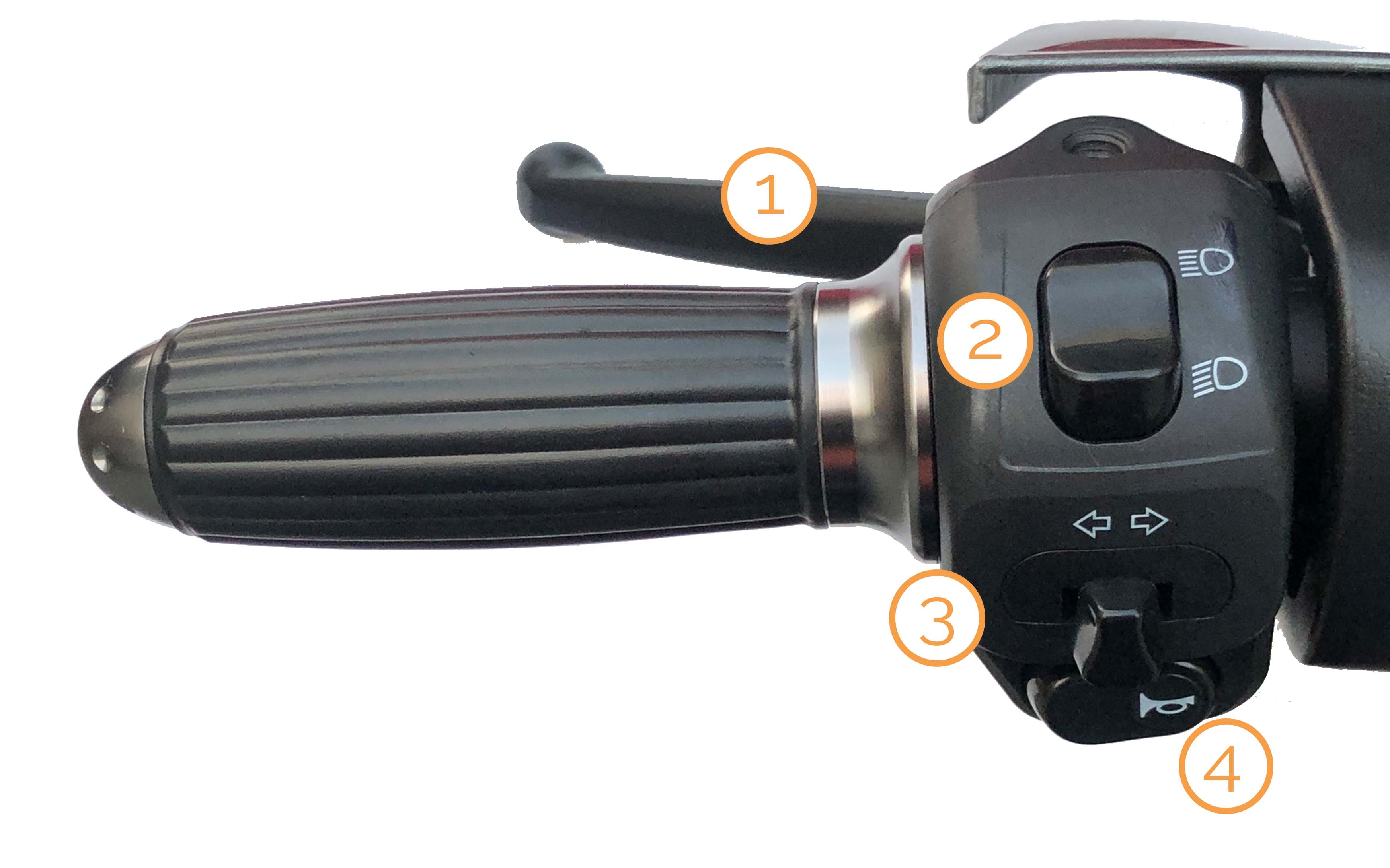 Linker Griff mit Armaturen des Bendi Standard Dreirad Elektromobil