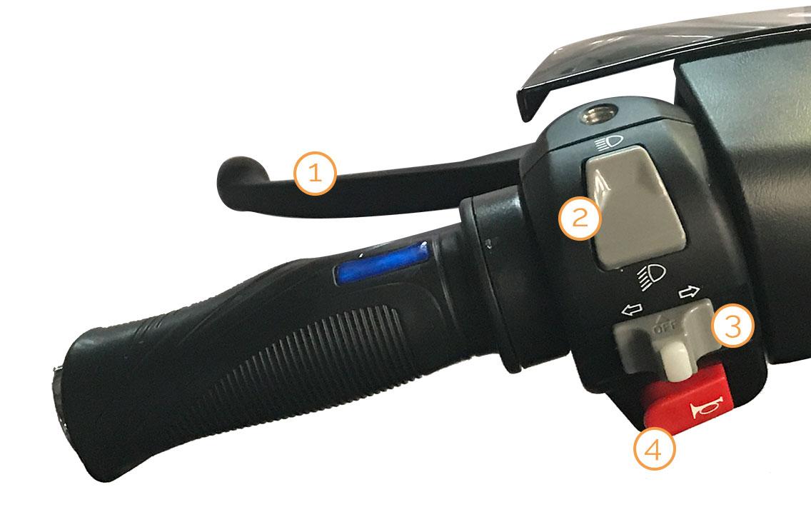 Linker Griff mit Armaturen des eCity Elektro-Motorrollers
