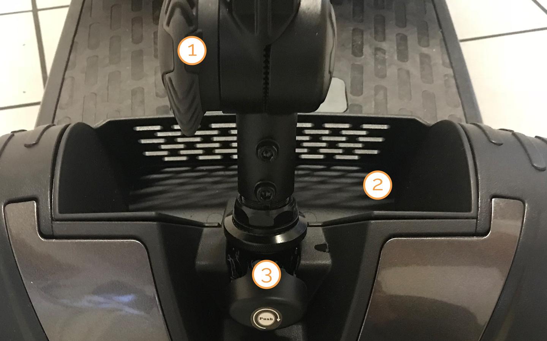 Lenkradsperre und Ablage des Nova Motors Kapitän